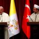 el-santo-padre-con-autoridades-religiosas-turcas.png