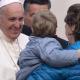 el-santo-padre-saludando-a-los-peregrinos.png