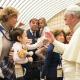 el-santo-padre-con-las-familias.png